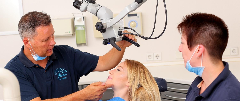 Wurzelkanalbehandlung mit dem Mikroskop kann vor Zahnverlust schützen